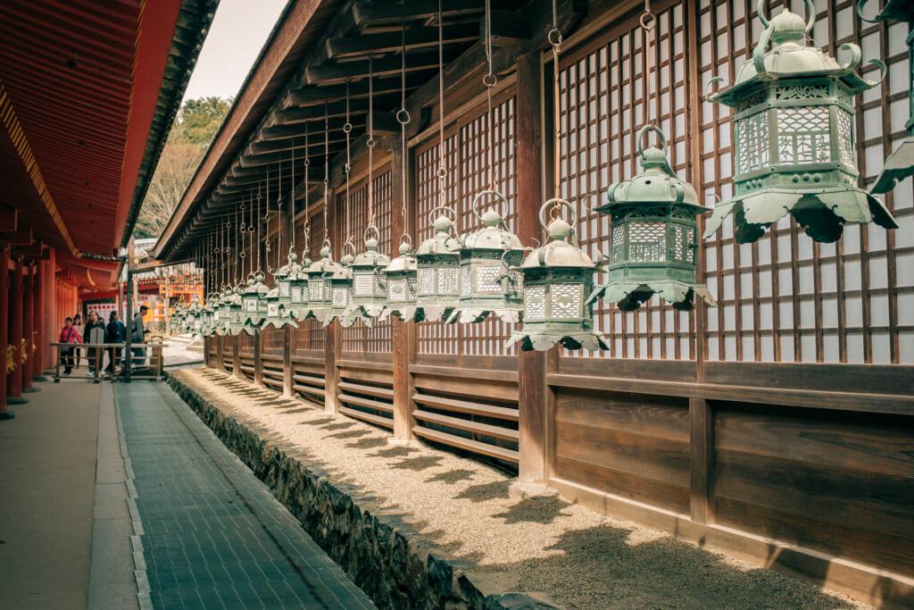 Lanternes en bronze du sanctuaire Kasuga Taisha