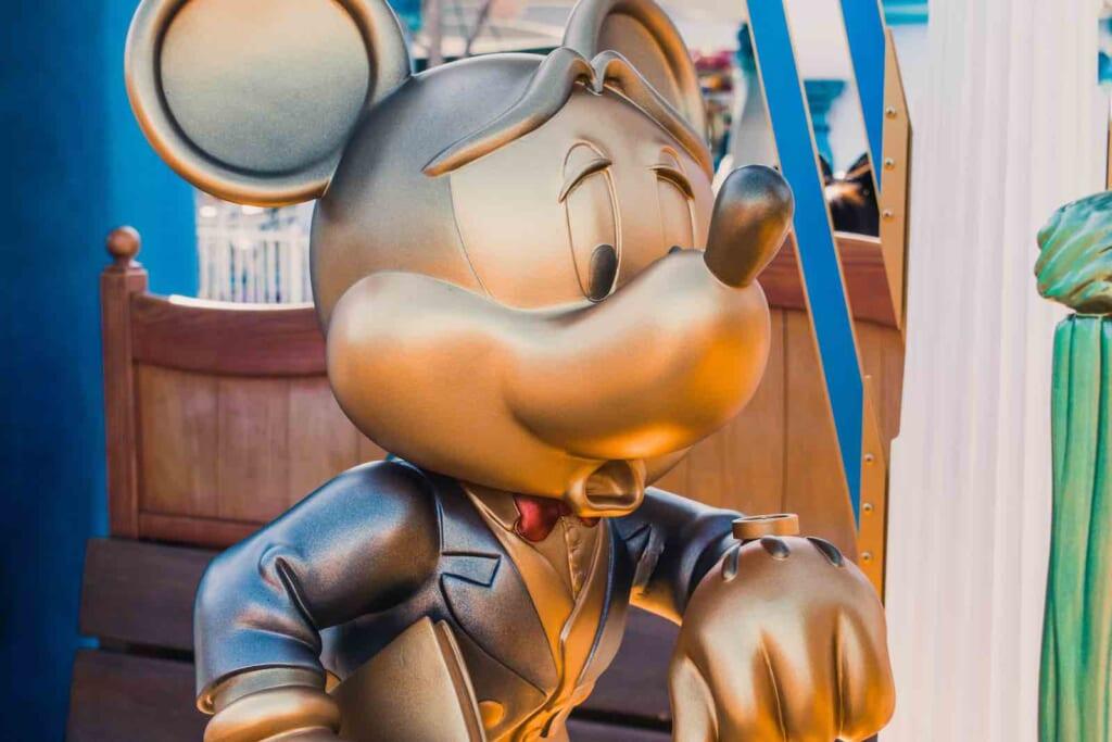 Statue de Mickey Mouse au sein du parc Disneyland Tokyo