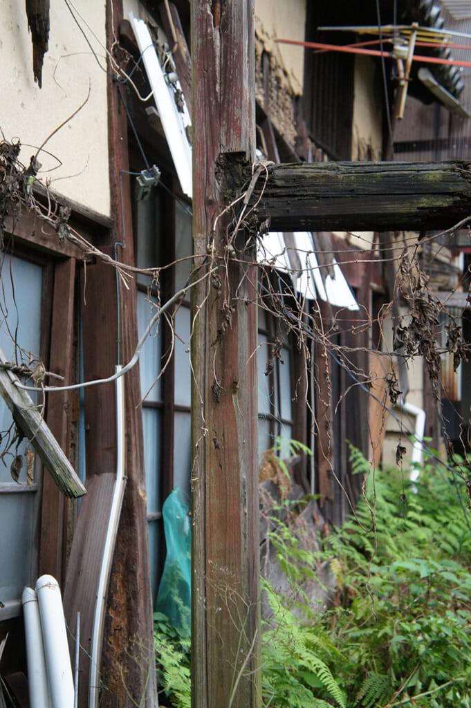 Maison japonaise en ruines sur l'île de Manabeshima