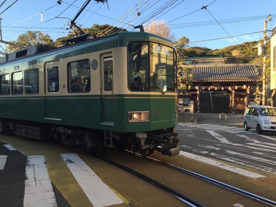 train allant de kamakura à enoshima