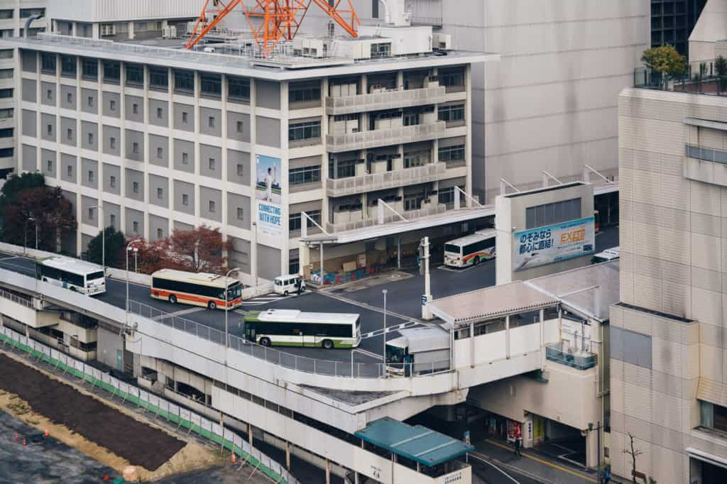 le terminal des bus d'hiroshima au troisième étage du centre commercial Sogo