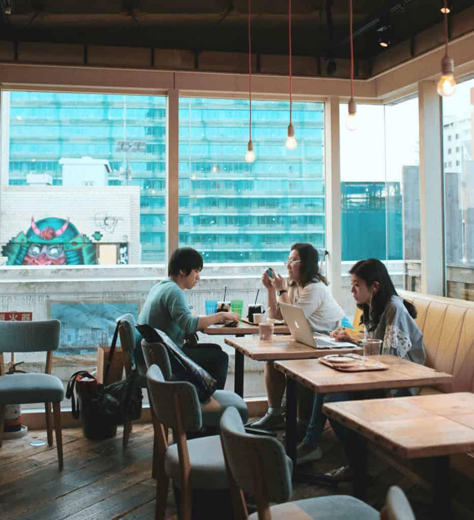 de nombreux cafés et restaurants proposent le wifi à leurs clients au Japon