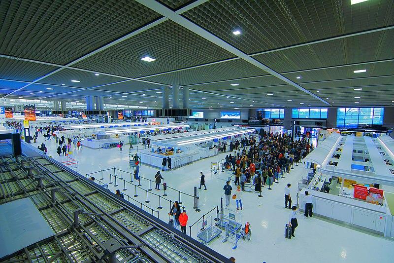 Le hall des départs dans l'aéroport japonais international de Narita, proche de Tokyo