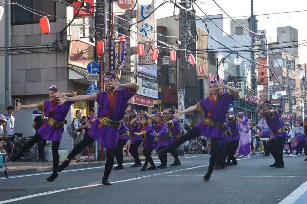 danses traditionnelles durant le festival japonais Awa Odori