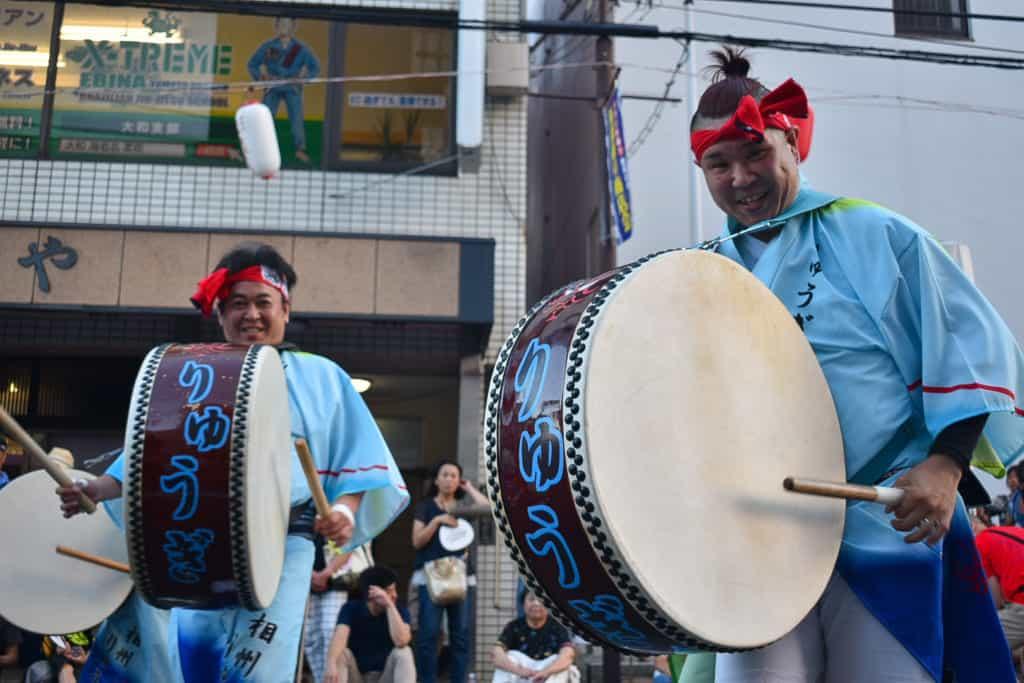 joueurs de taiko au festival de danse Awa Odori