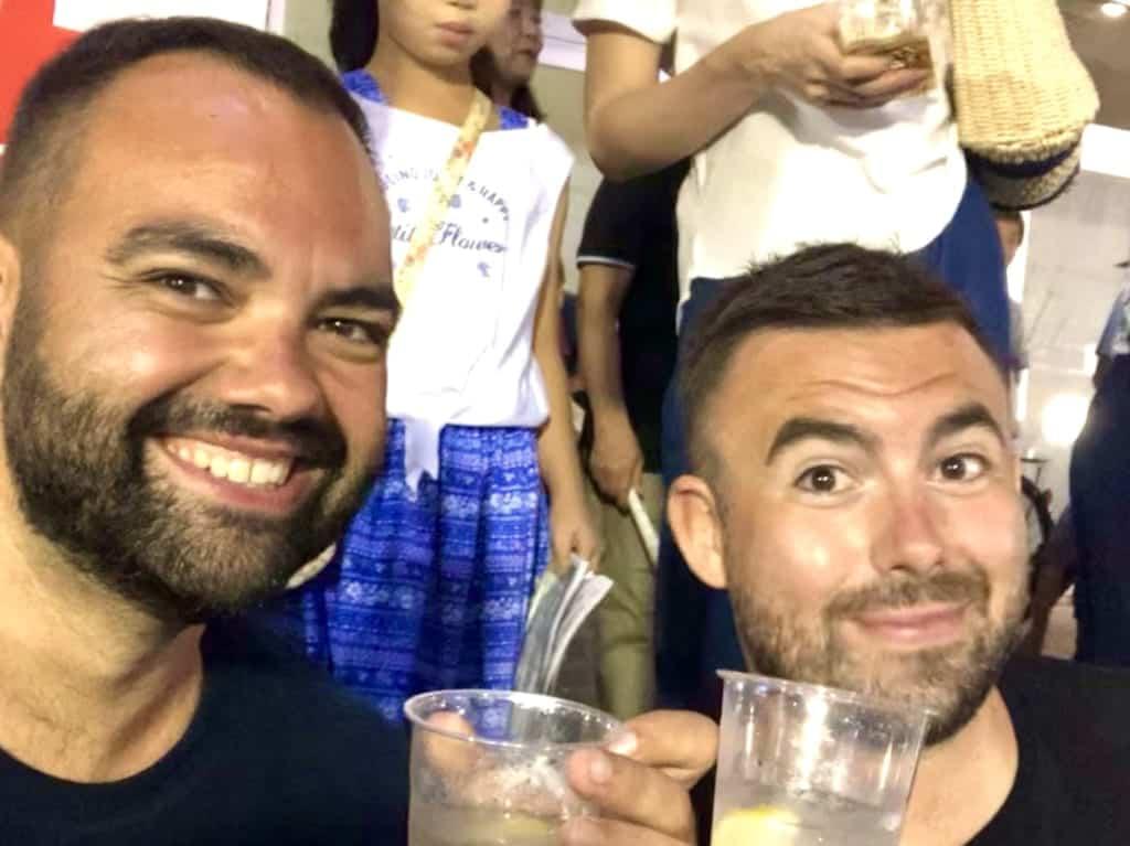 l'auteur de cet article et son ami durant le festival