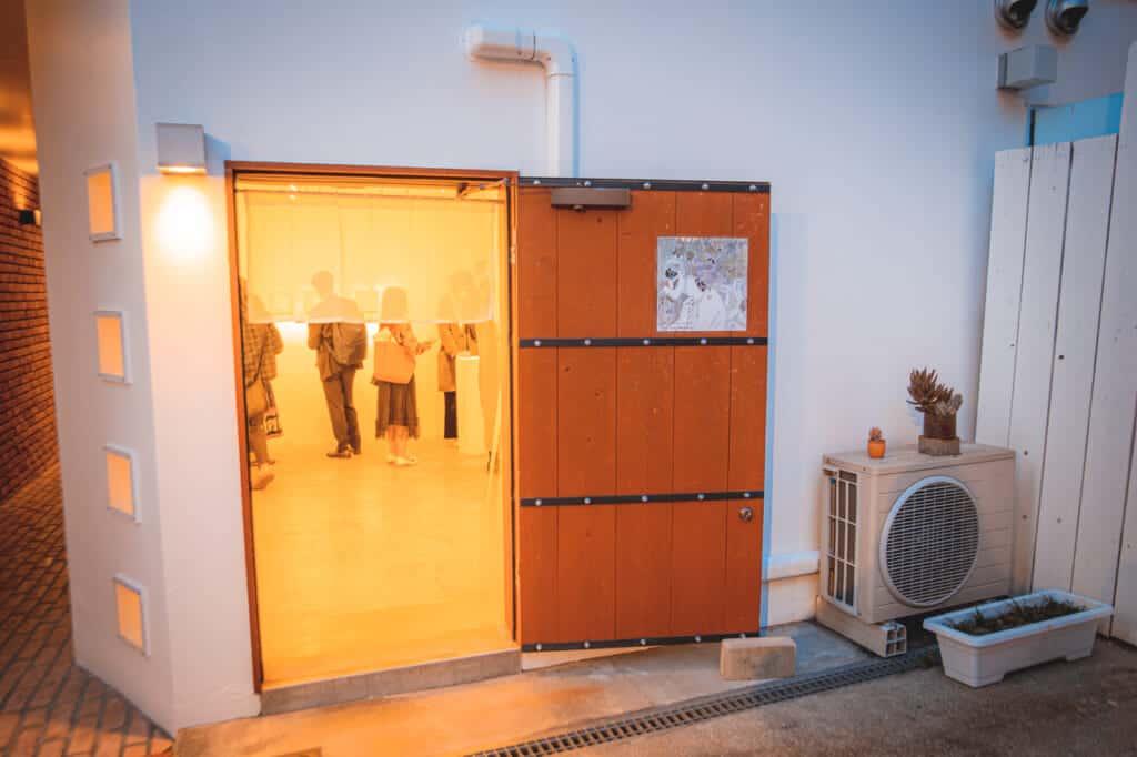 la galerie d'art Irorimura possède quatre espaces différents