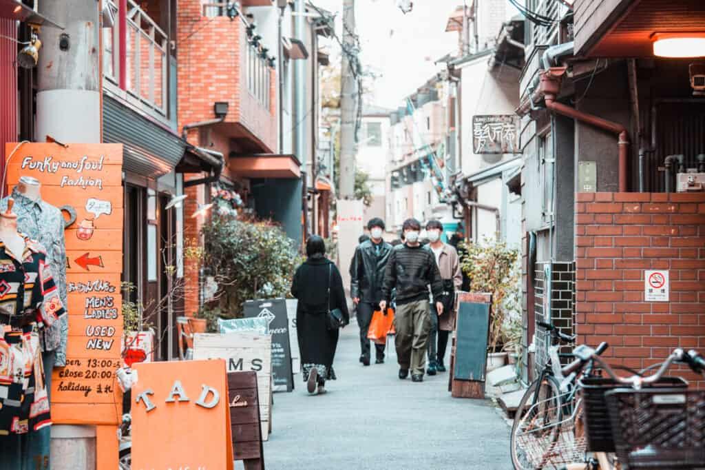 on retrouve de nombreuses friperies dans les rues de nakazakicho