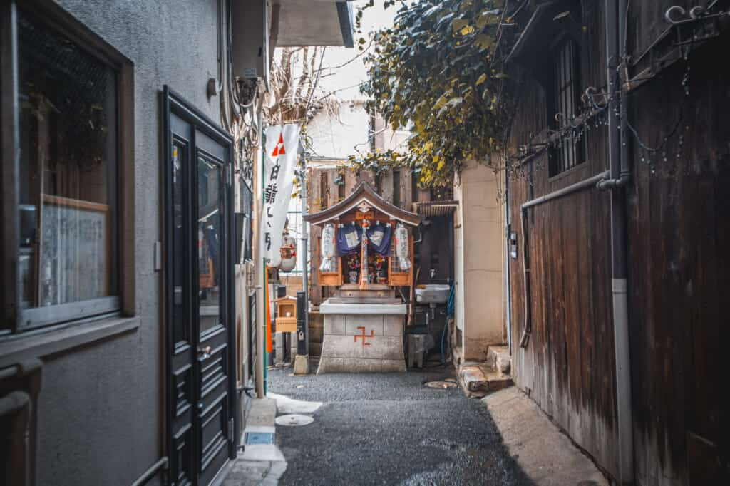 sanctuaire hakuryu okami à nakazakicho