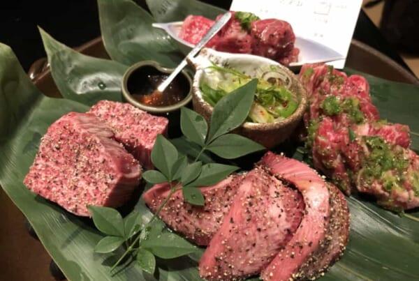 viande japonaise crue dans un restaurant de yakiniku