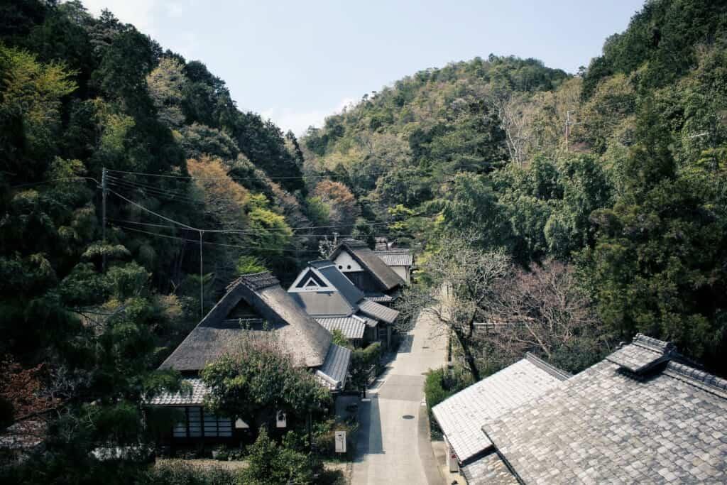 maisons traditionnelles de style gassho à Arashiyama, un quartier de Kyoto