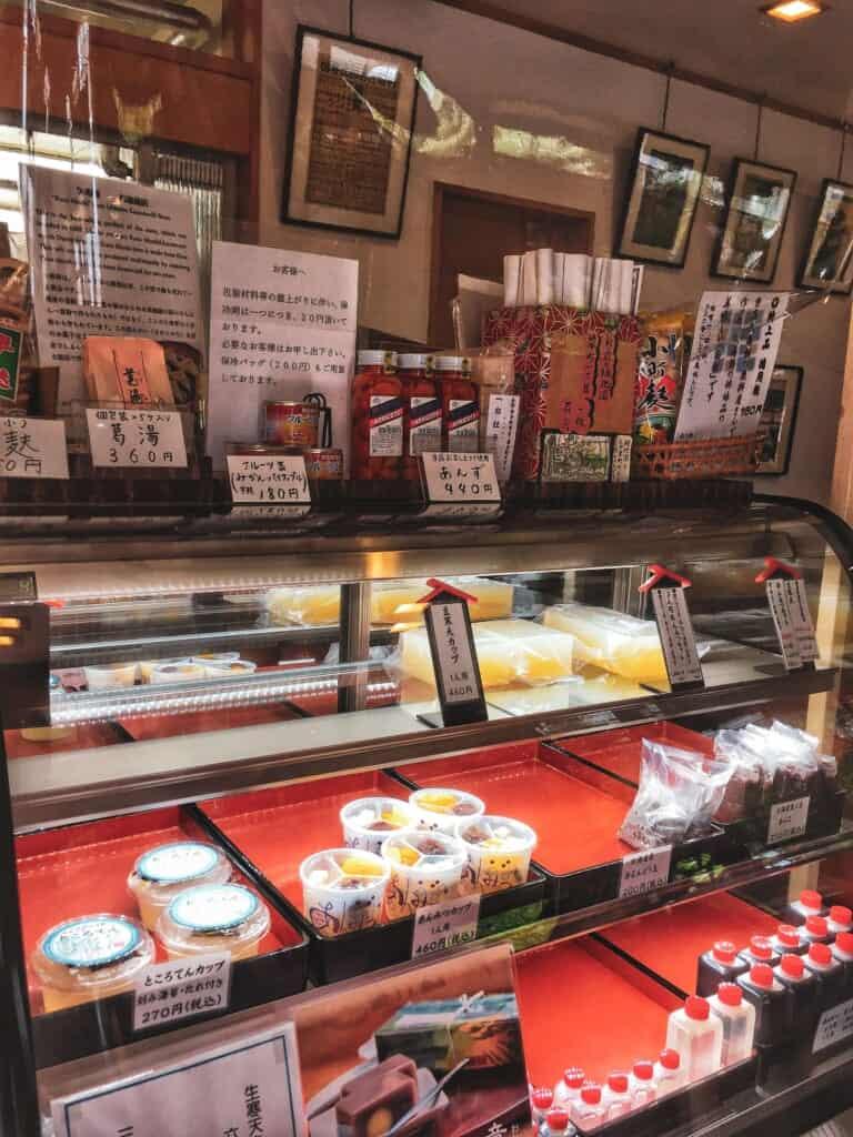 Sucreries japonaises traditionnelles faites à la main