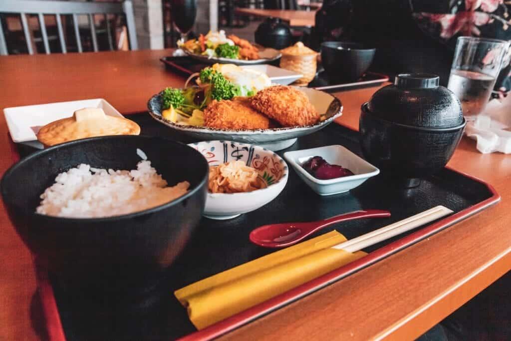 repas japonais dans un restaurant de Tokyo
