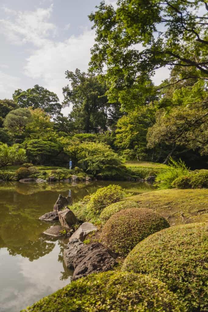 étang dans le jardin de Kyu-Furukawa