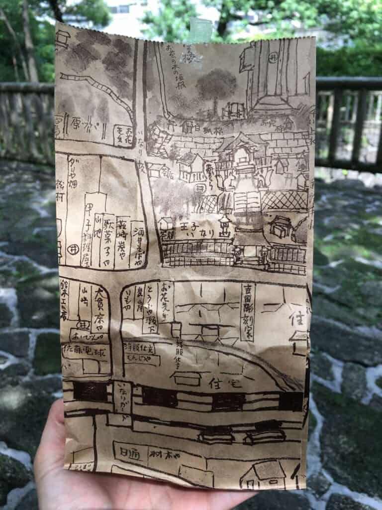 la plan du quartier d'Oji est dessiné à la main sur les emballages de la boutique