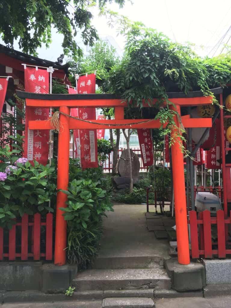 Un petit sanctuaire à Oji en l'honneur du dieu renard Inari