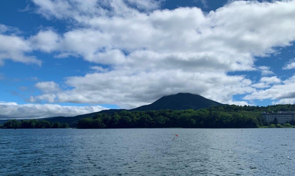 Le lac Akan dans l'un des parcs nationaux du Japon