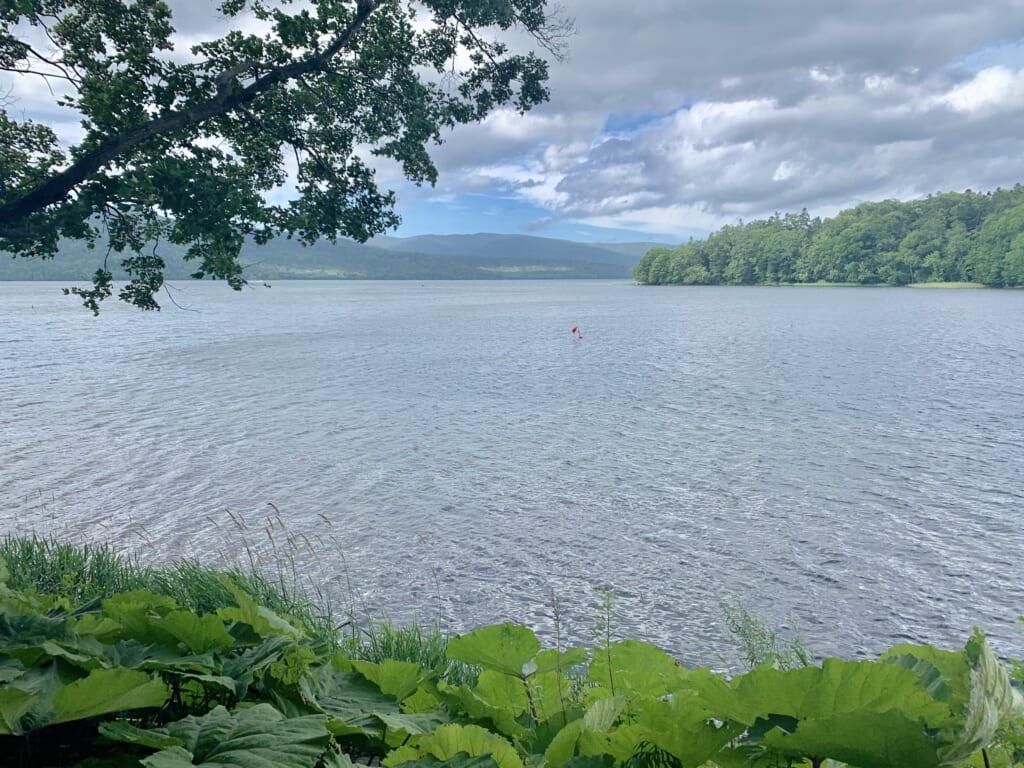 Un lac de caldeira à Hokkaido