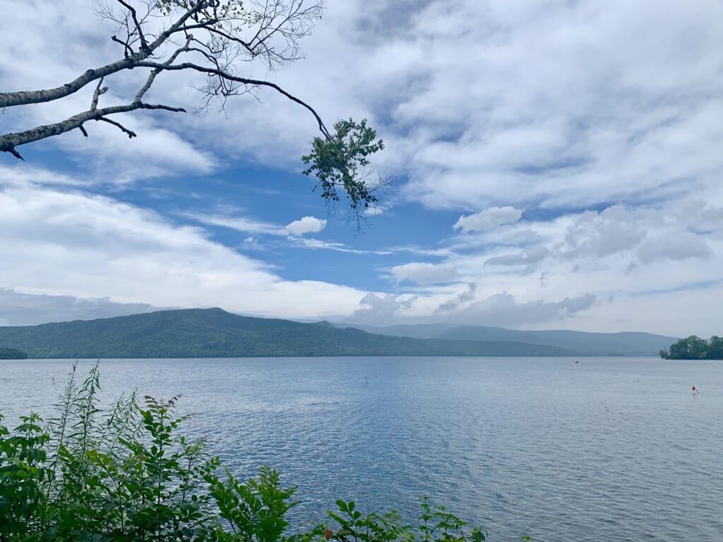 L'un des lacs des parcs nationaux du Japon à Hokkaido