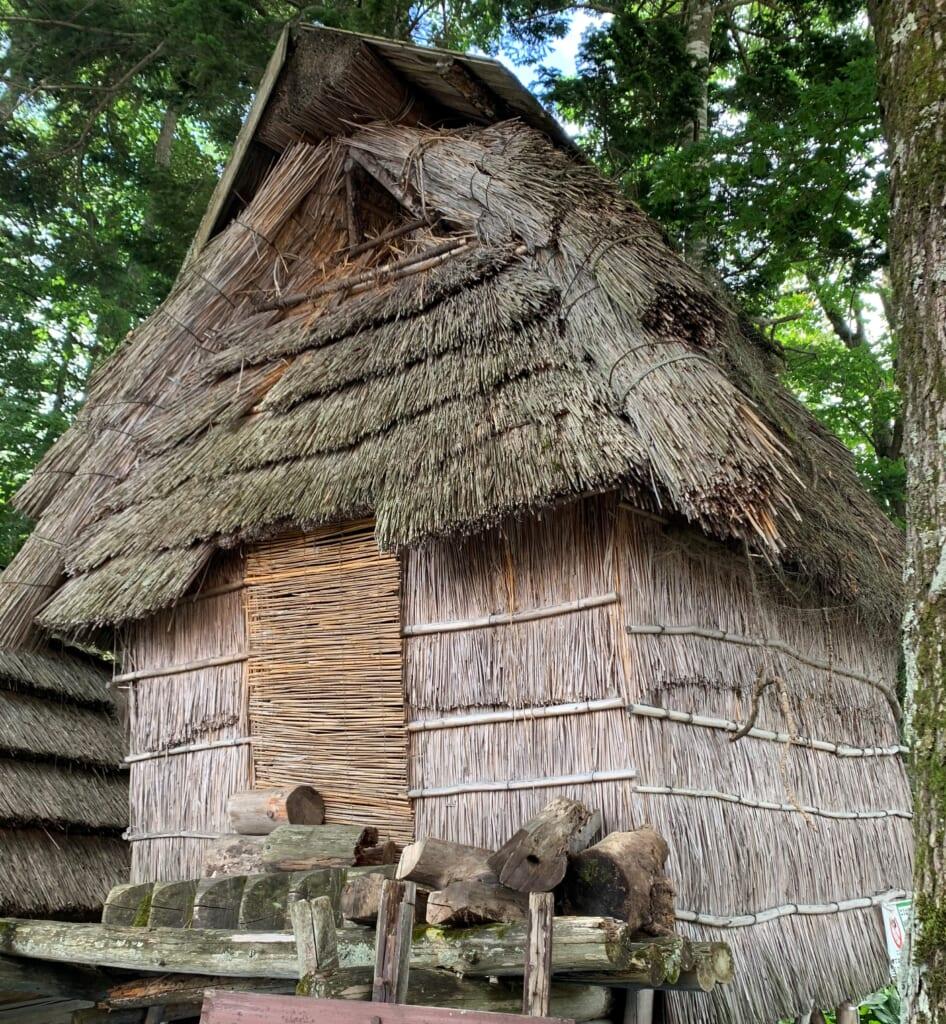 Une maison en bois traditionnelle aïnou