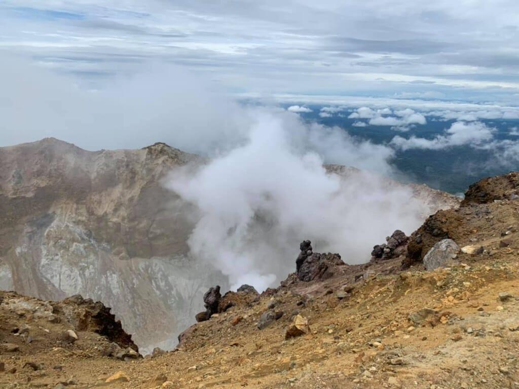 Vue impressionante au sommet du mont Meakan à Hokkaido