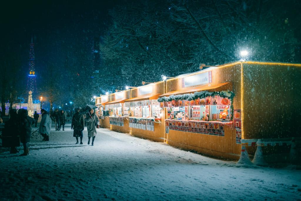 Le parc Odori sous la neige à Hokkaido