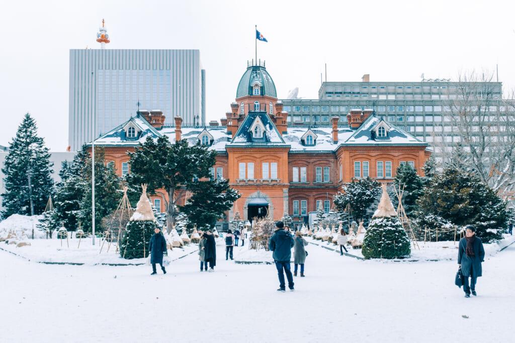 l'ancien bâtiment du gouvernement de Sapporo en hiver