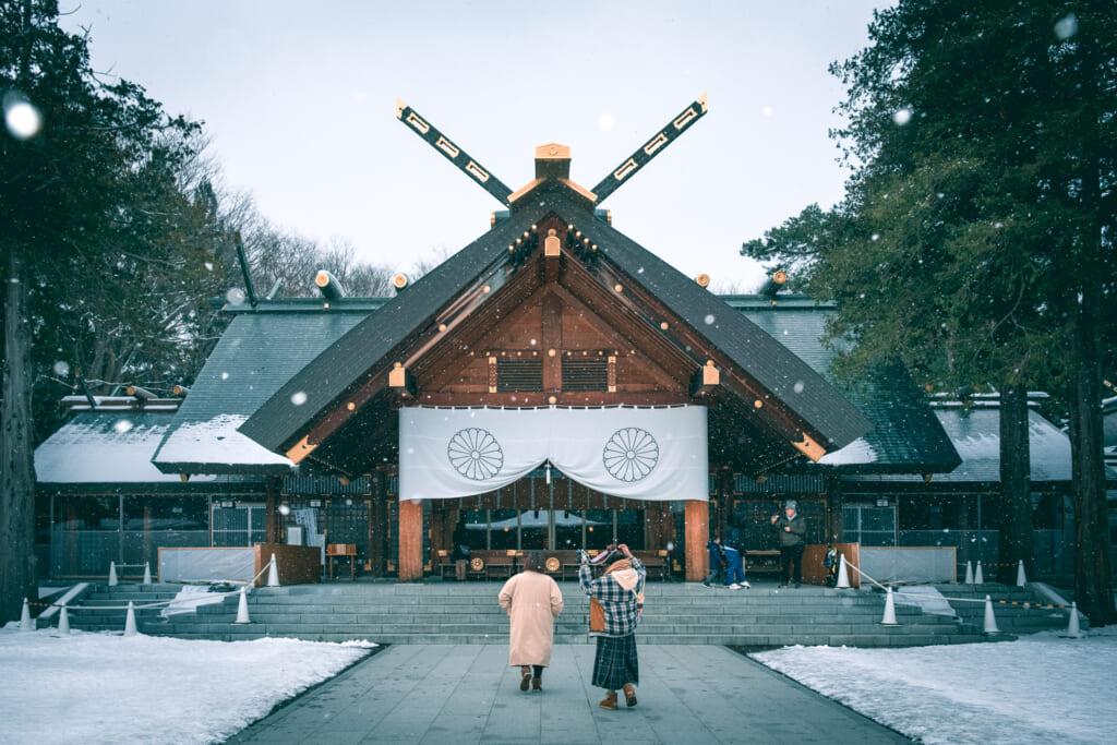 La sanctuaire d'Hokkaido sous la neige