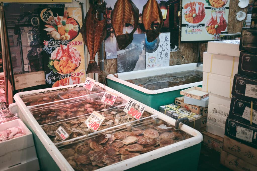 Marché au poisson à Otaru, sur l'île d'Hokkaido