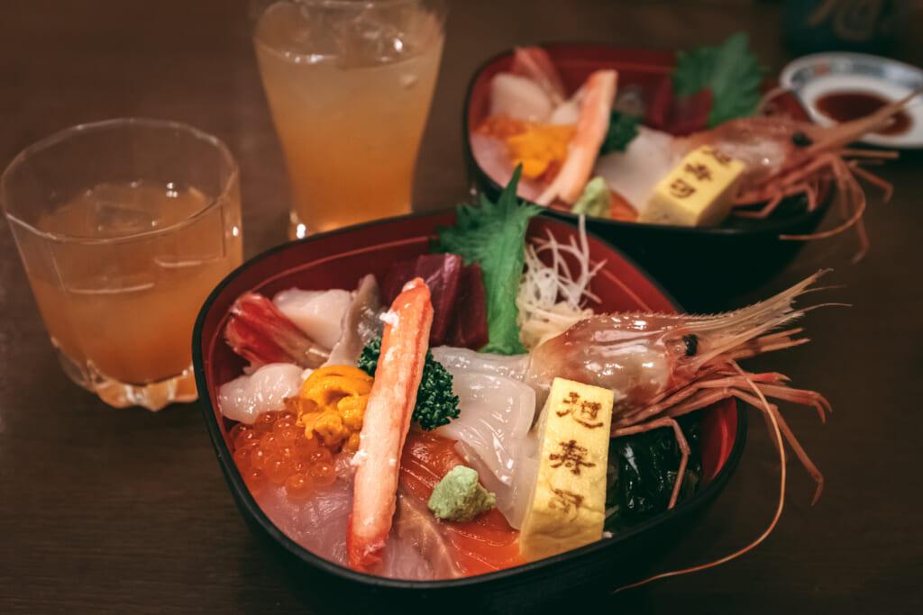 Chirashizushi dans un restaurant japonais à hokkaido