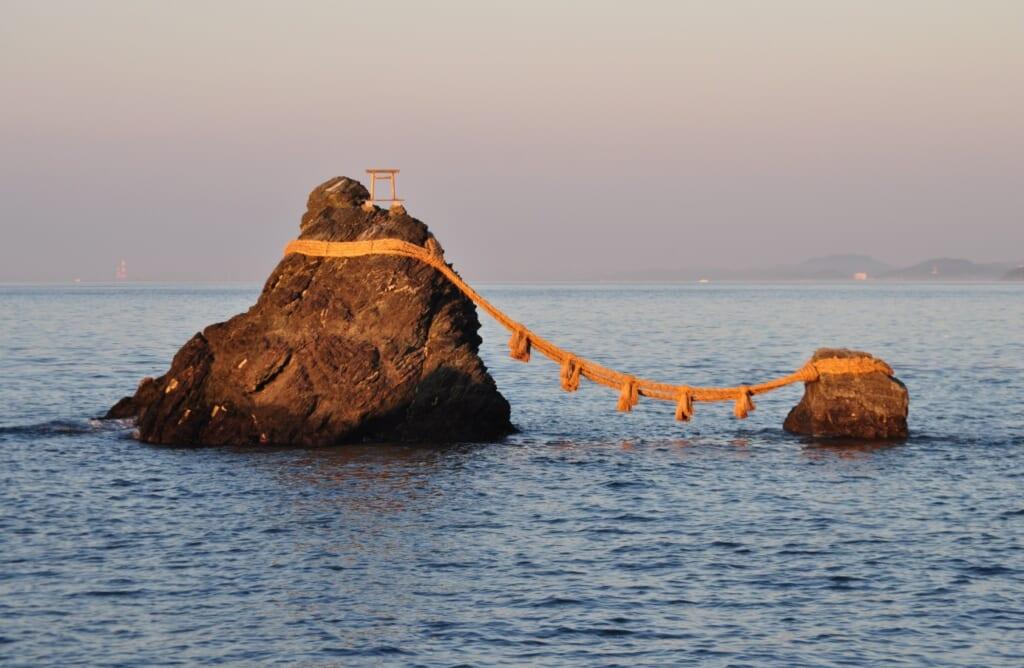 Meoto-iwa, l'iconique rocher des mariés