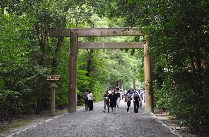 Second torii à l'entrée du sanctuaire Geku