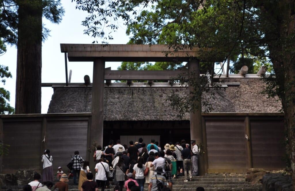 Sanctuaire Naiku à Ise-Shima et sa file d'attente toujours aussi longue