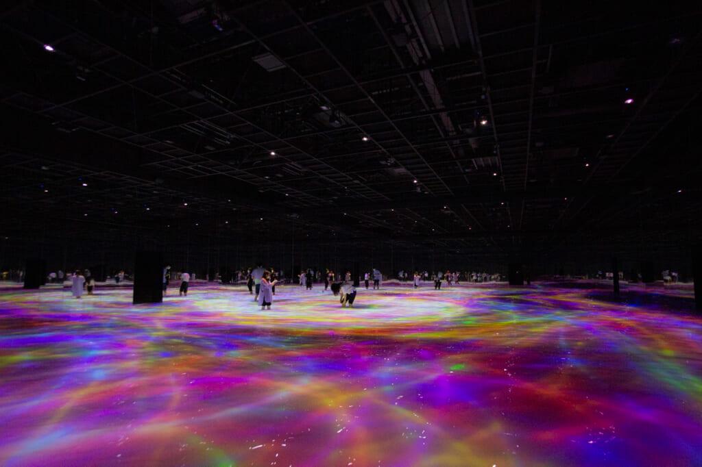 carpes digitales d'une exposition de teamLab Planets à Tokyo