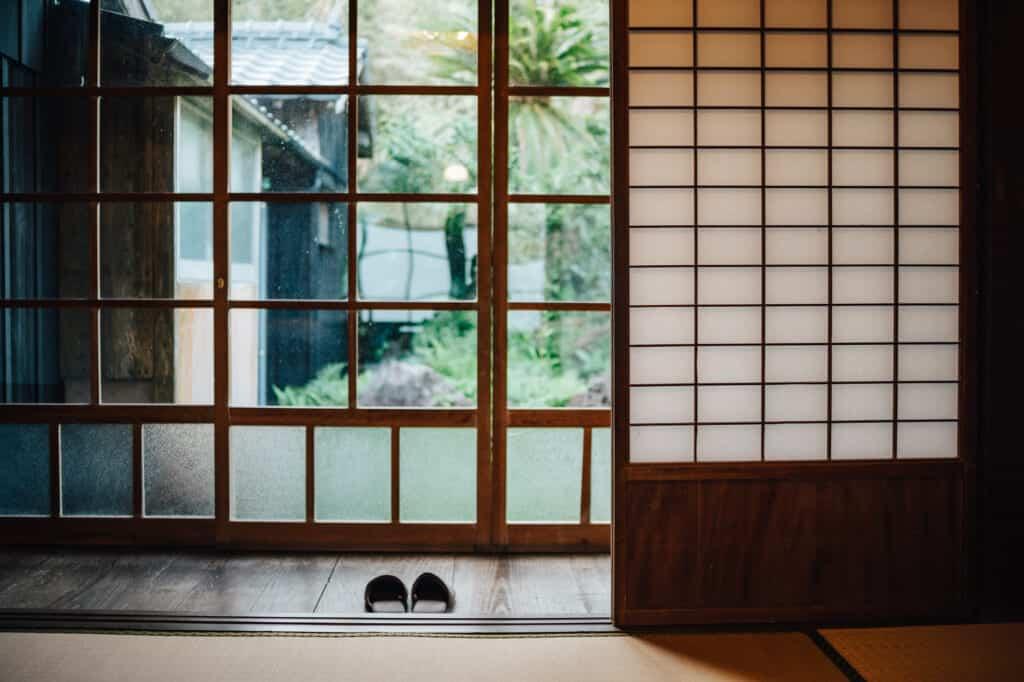 Porte vitrée à Ojika dans la maison d'hôte Yanoya