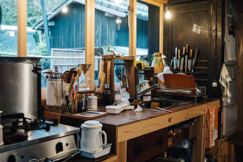 Plan de travail s'une cuisine dans une maison japonaise à Ojika