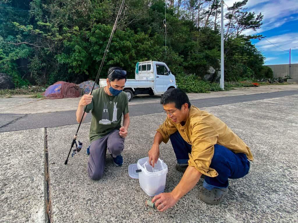 préparation de la canne à pêche sur l'île d'Ojika