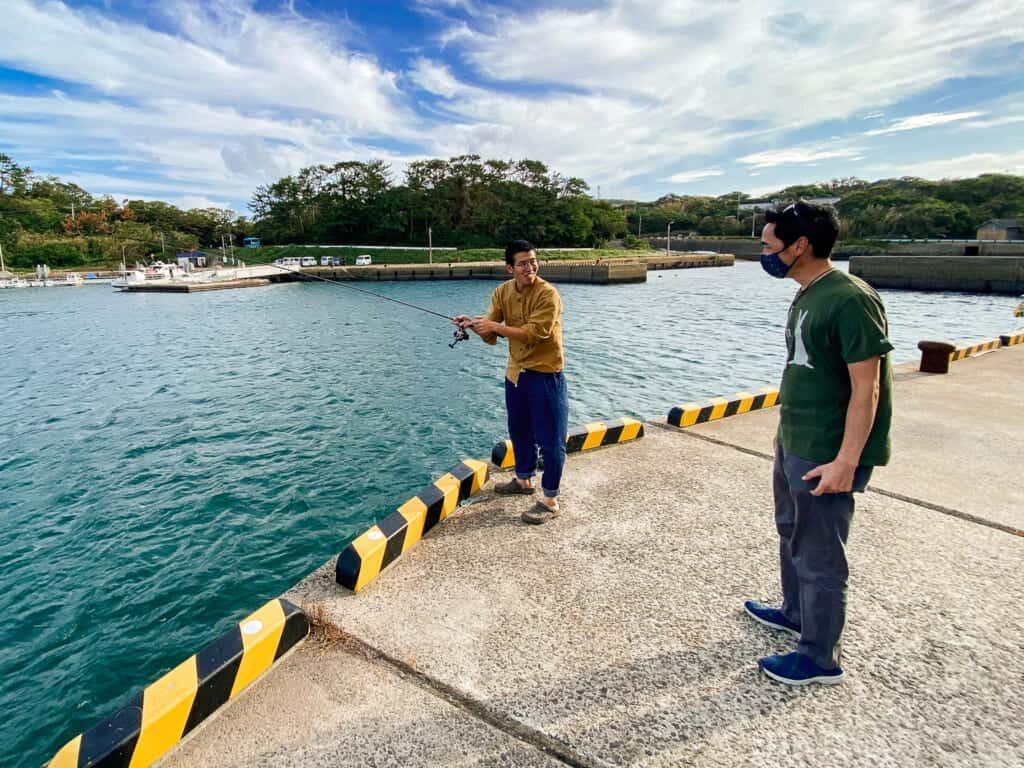 Hashi me montre comment pêcher à Ojika