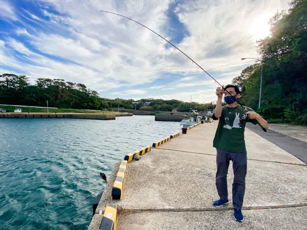 Todd entrain de pêcher sur l'île d'Ojika