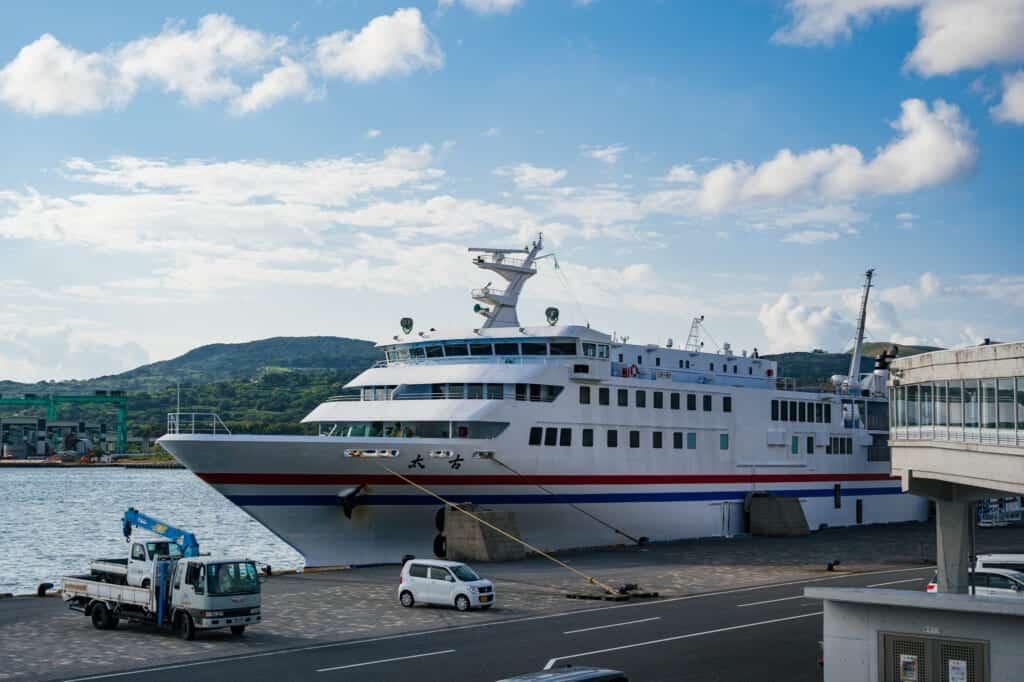 ferry entre hakata et ojika passant par les île de goto