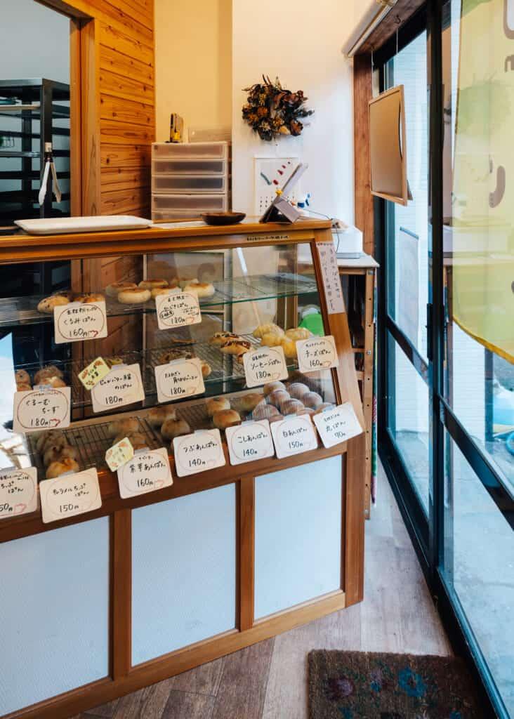 l'intérieur de la pâtisserie kojikoji à Ojika