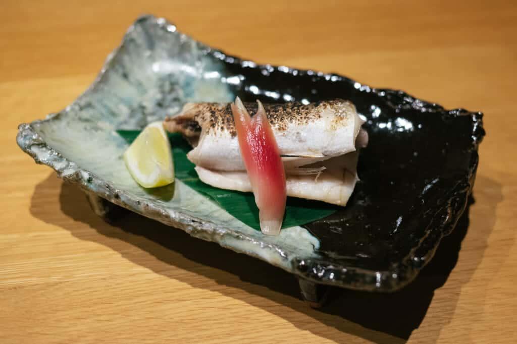 Plat de poisson servi à Fujimatsu, un restaurant de l'île d'Ojika