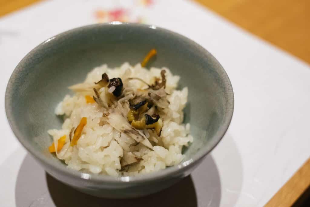 Riz japonais cuisiné dans un restaurant traditionel