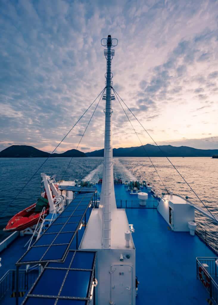 lever de soleil dans les îles Goto depuis un ferry