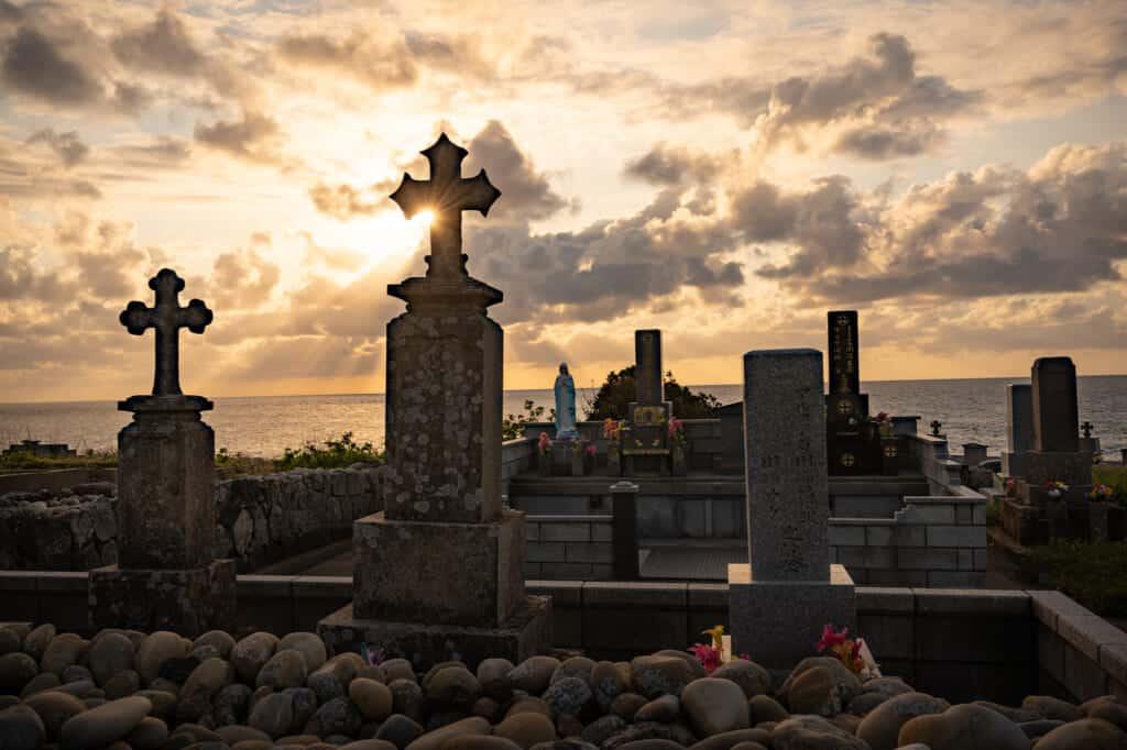 Les tombes de Fuchinomoto sont des monuments aux Chrétiens cachés des îles de Goto