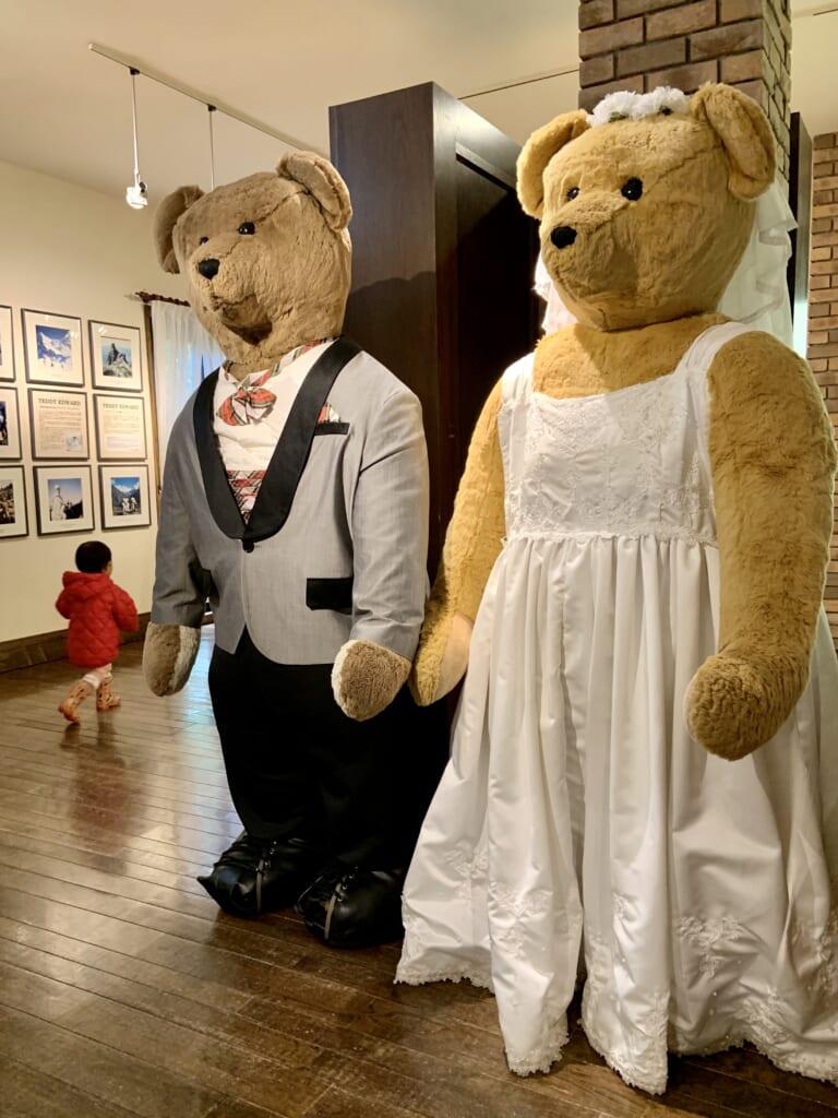 immenses ours en peluches au musée de l'ours en peluche dans la préfecture de Tochigi