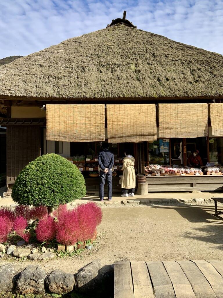 boutique dans une maison traditionnelle japonaise à Ouchijuku