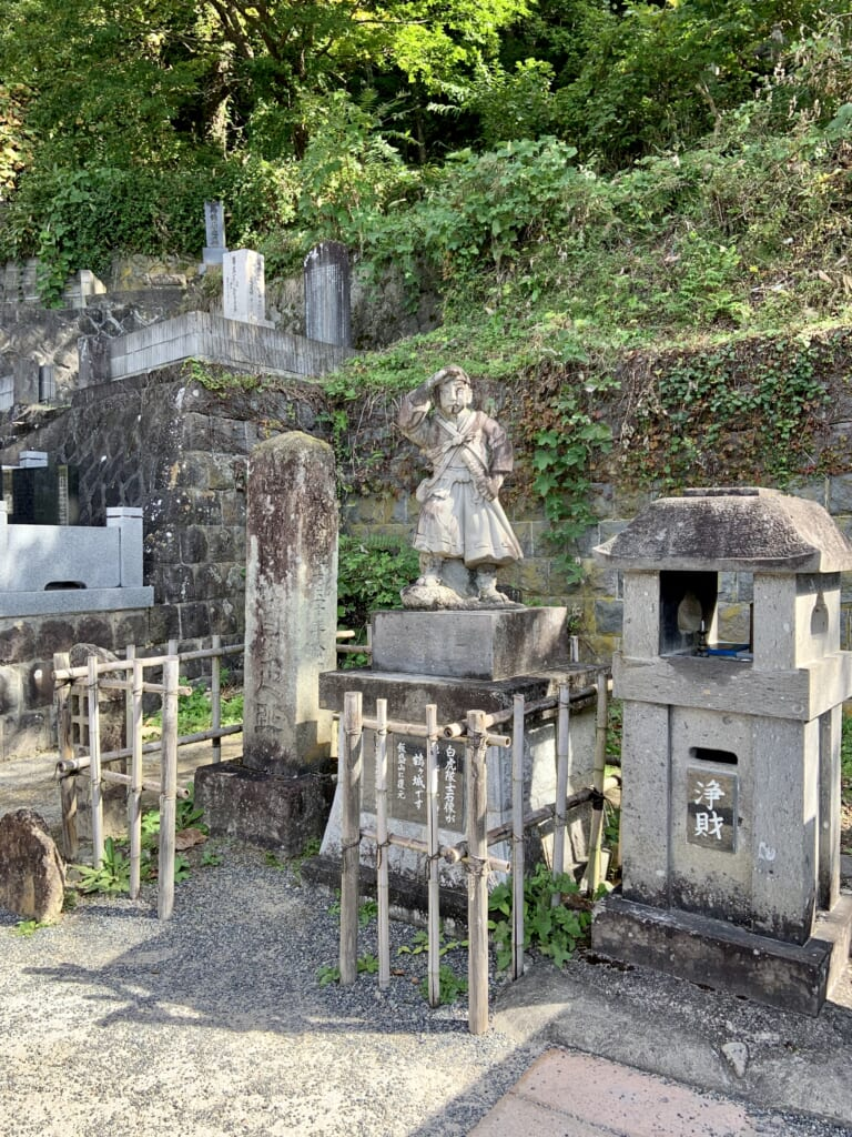 tombe de samouraïs dans la préfecture de fukushima