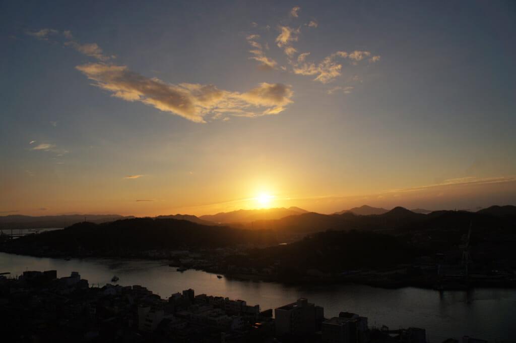 lever de soleil à onomichi, au japon