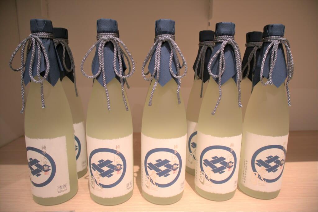 Bouteilles de saké d'une brasserie de Niigata